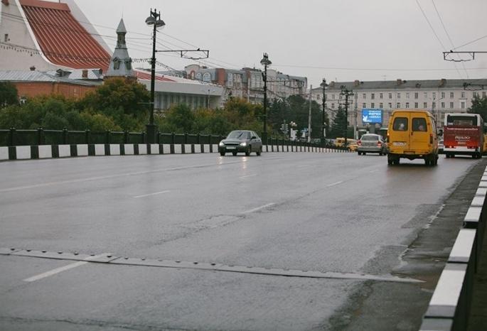 Комсомольский мост в Омске будут ремонтировать по ночам