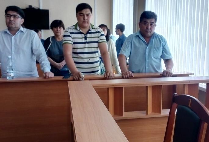 Омские дольщики обнимали прокурора после приговора Шушубаеву