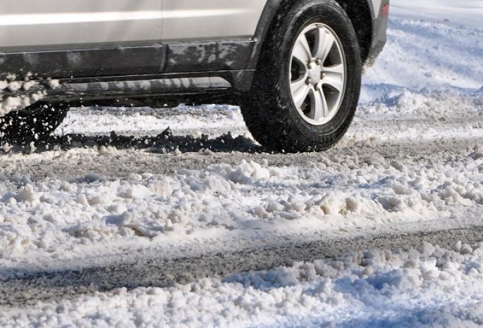 Как в Москве: на омских дорогах зимой впервые используют жидкие реагенты