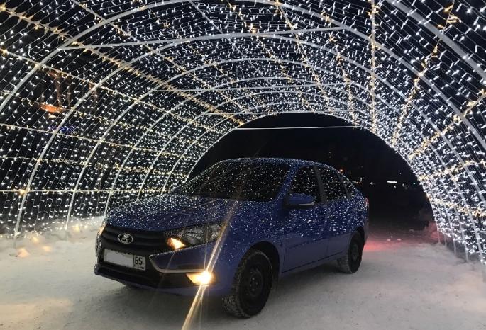 Омская ГИБДД заинтересовалась фотосессией автомобилистов под Аркой желаний