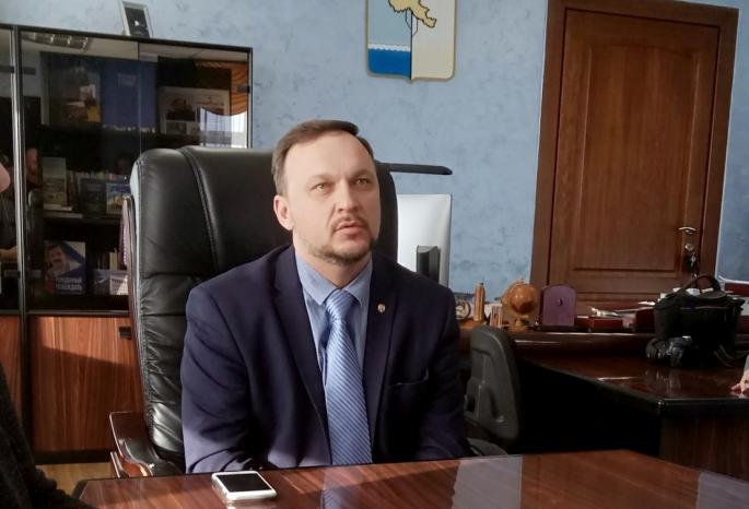 Администрация Омского района публично извинилась за детскую горку из кладбищенской земли