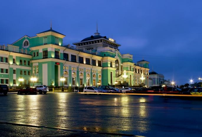 «Яркий снаружи, благородный внутри» - омский железнодорожный вокзал назвали одним из самых красивых в России