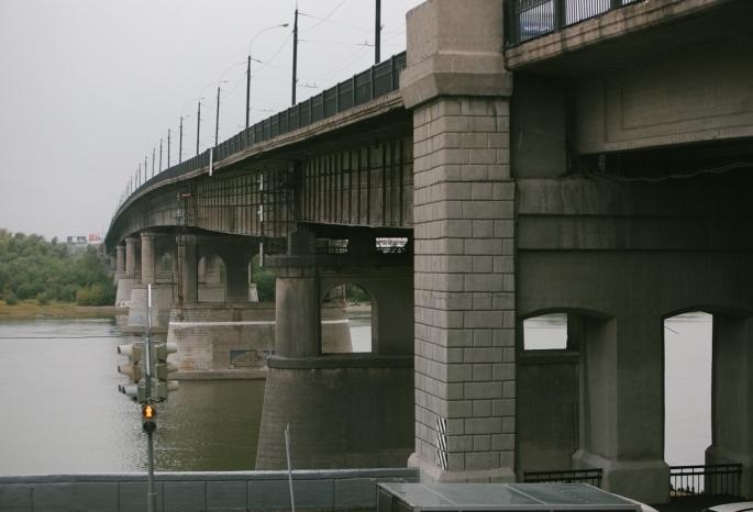 Омичей предупредили о пробках на Ленинградском мосту из-за предстоящего ремонта