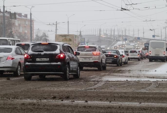 Пробки в Омске в пятницу вечером достигли 9 баллов
