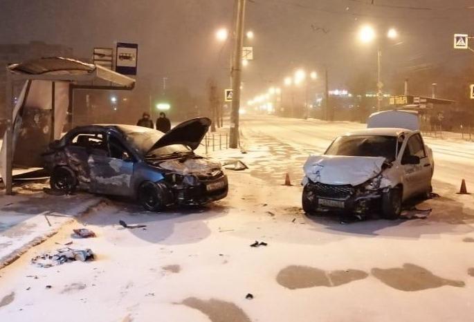 Жесткую аварию на Левом берегу Омска спровоцировал пьяный водитель без прав: пострадали три человека