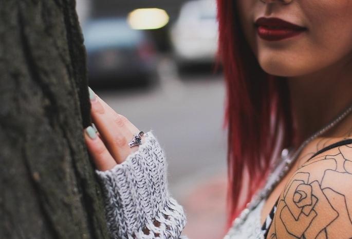 Русская веб девушка модель с татуировкой работа для девушки года ульяновск