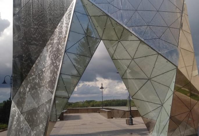 В Омске, несмотря не режим самоизоляции, на Первомай запустили два фонтана