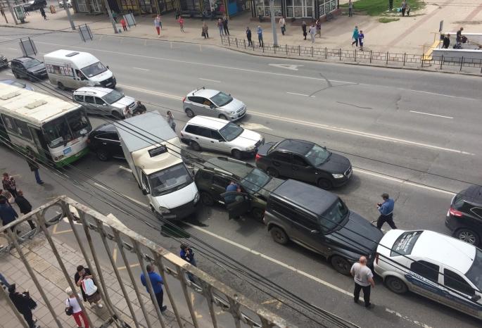 В центре Омска произошла массовая авария