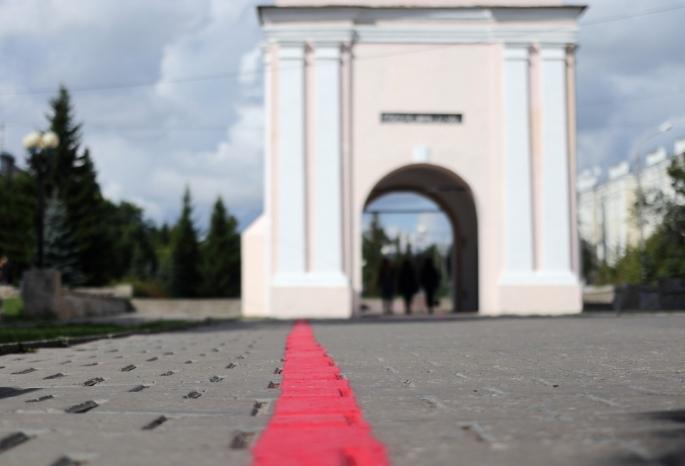 В Омске начертили красную линию для туристов — смотрим, на что им предлагается любоваться (видео)