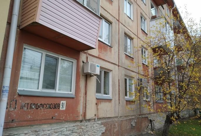 Жители омской многоэтажки в Нефтяниках мерзнут в квартирах и не могут дождаться замены старых сетей