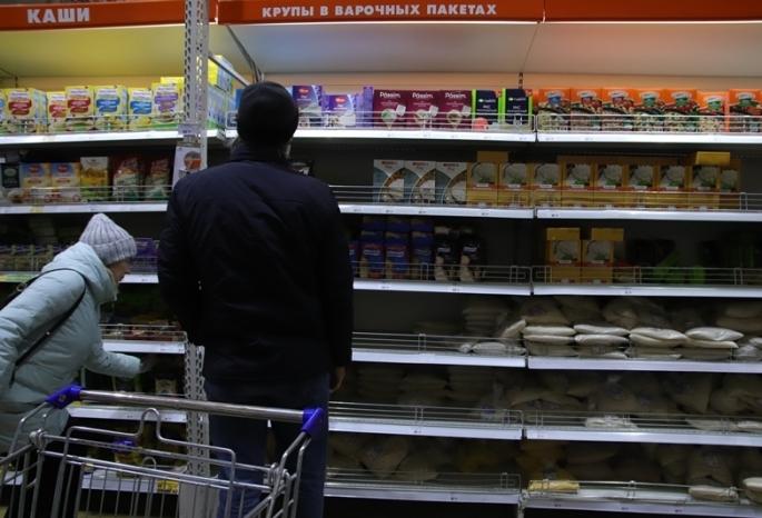 Омичи потратили в магазинах и торговых центрах больше 300 миллиардов рублей
