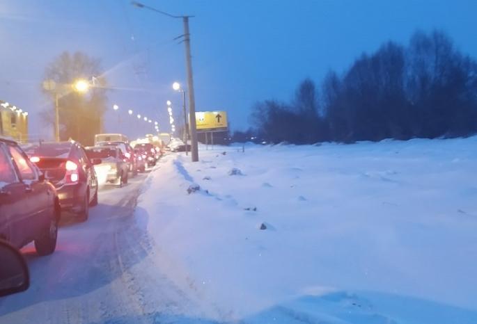«Вся Московка стоит колом!»: омичи возмущены работой нового светофора