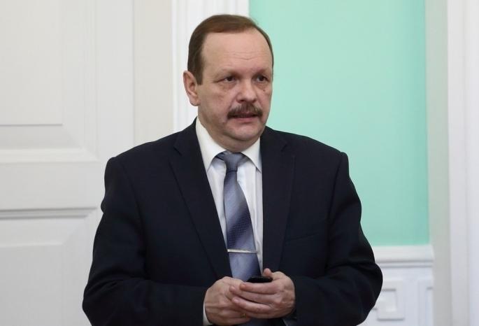 Омская мэрия до сих пор не может найти замену Шалаку, Парфеновой, Вялкову и Масану на зарплату от 49 до 123 тысяч