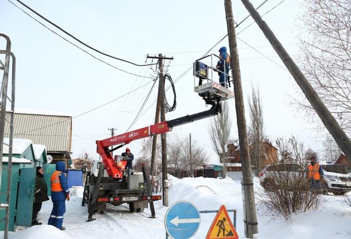 Ради безопасности: «Омскэлектро» демонтирует незаконно размещенные интернет-сети