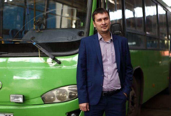 На проезд в автобусах омского депутата-перевозчика установили тариф почти в 34 рубля