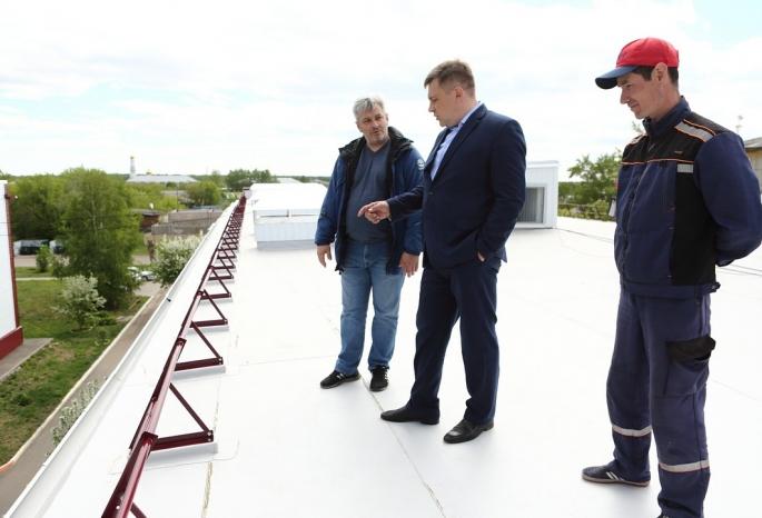 Глава «Омскэлектро» Андрей Жуковский оценил ремонт судебных домов в Крутой горке