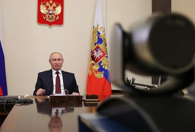 Путин поручил принять меры по выбросам в Омске - после жалоб омичей на «прямой линии»