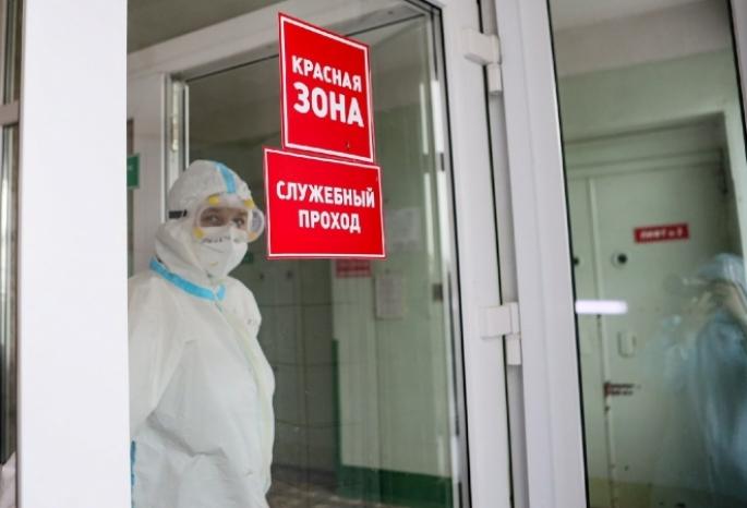 Роспотребнадзор согласился отменить противочумные костюмы для медиков в красной зоне