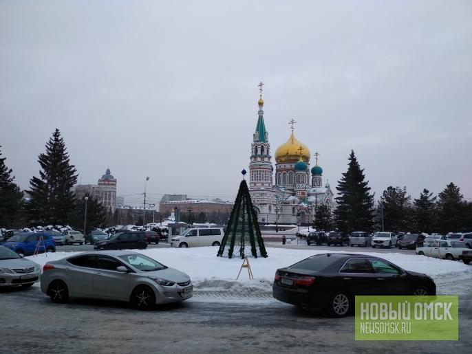 Ёлка-вигвам на месте памятника Ленину