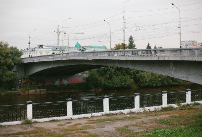 ВОмске перекрыли движение поЮбилейному мосту