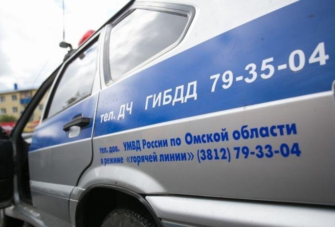Под Омском перевернулся автомобиль Тоёта Vitz— пострадала мать идвое детей