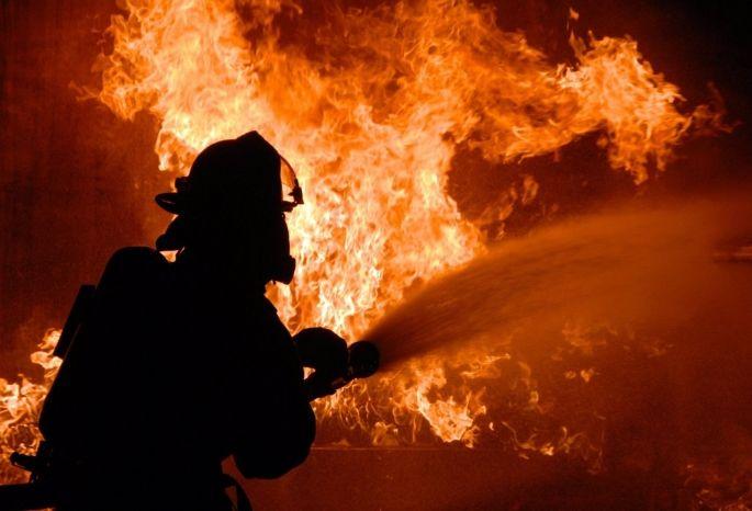 Пожар вбане вОмской области, где погибла женщина, произошел из-за керосина