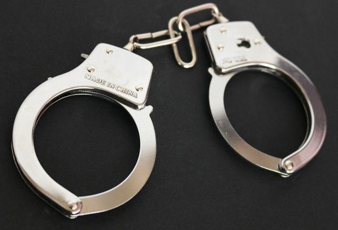 Омич напал на12-летнюю школьницу, пытаясь отобрать мобильник