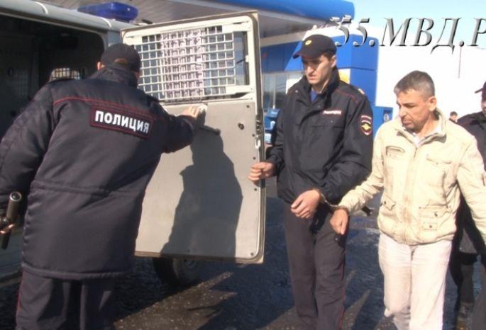 Омские полицейские задержали серийного налетчика, который грабил АЗС савтоматом