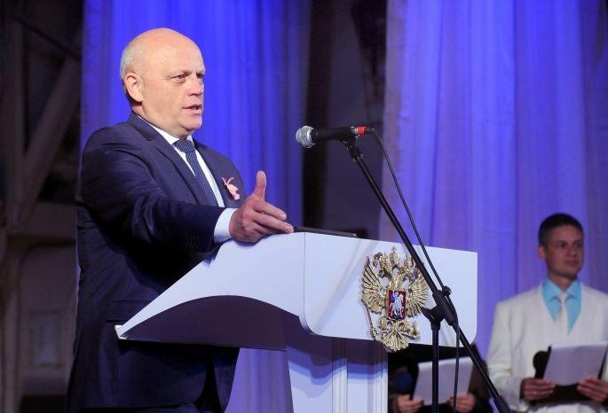 Впреддверии Дня учителя Назаров вручил награды педагогам