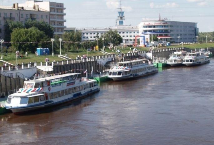 Босс лодочной станции вОмске ответит застолкновение баркаса степлоходом