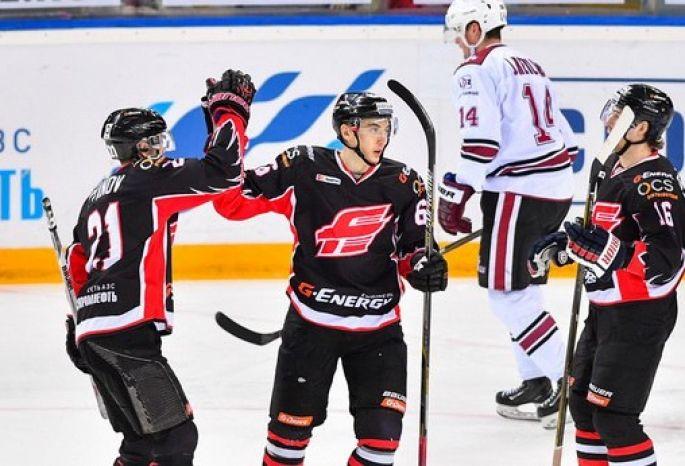 «Авангард» разгромил рижское «Динамо», забросив ворота конкурента 9 шайб