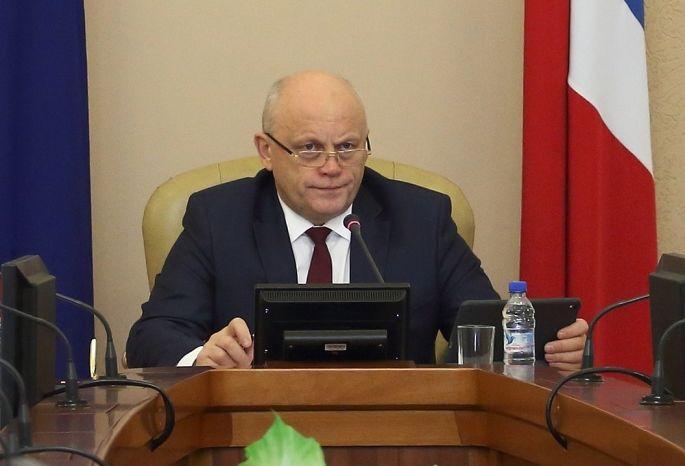 Политическую выживаемость губернатора Омской области оценили натройку сплюсом