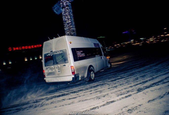 Перевозчики вОмске понижают стоимость проезда вмаршрутных автобусах