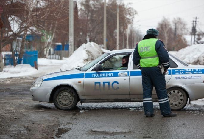 Омские полицейские загнали нетрезвого водителя на«Шевроле» всугроб