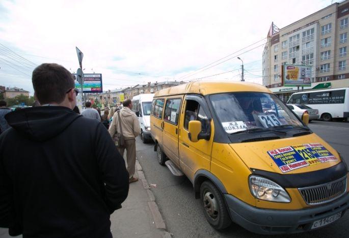 Из-за водителя омской маршрутки ребенок 6 часов простоял наостановке