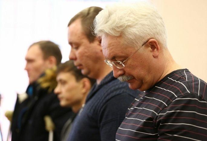 Машинист рухнувшего крана наЖукова извинился перед родственниками погибших омичей