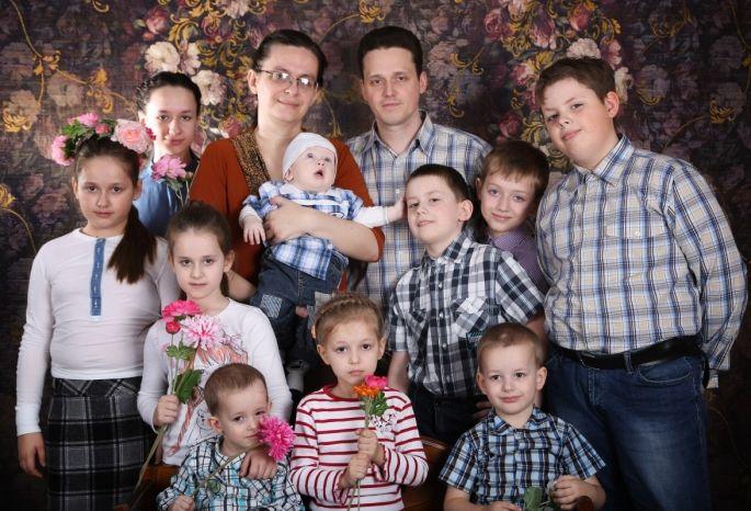 Путин дал 100 тыс. омичам, воспитывающим 10 детей
