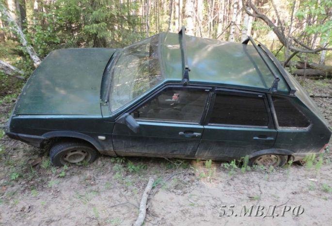 Омич угнал две машины, въехал вдеревья и заснул