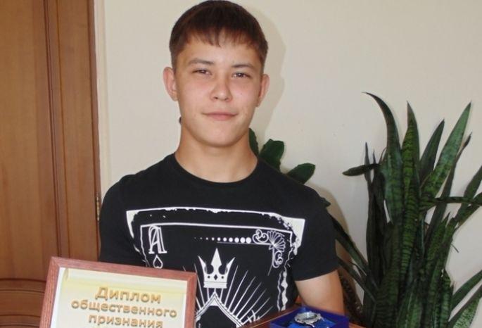 Омского школьника, спасшего 2-х детей, решили одарить энциклопедией