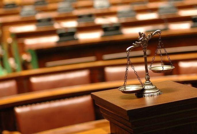 ВОмске под суд пойдут молодые люди, пытавшие беспомощного соседа