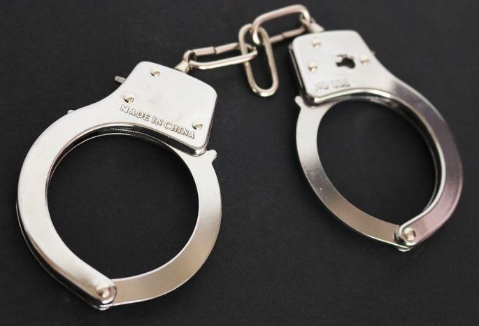 ВОмске преступник напал сотверткой наалкогольный магазин