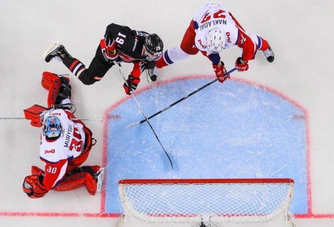 «Авангард» насвоем льду обыграл «Локомотив» вматче стабильного чемпионата КХЛ
