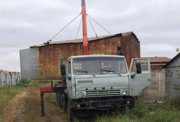 Гость изближнего зарубежья похитил вОмске гараж спомощью крана