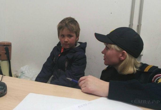 Шестилетнего ребенка обнаружили одного всалоне маршрутки вОмске