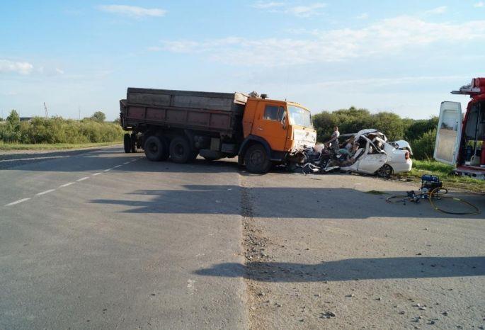ВГолышманово судят водителя, из-за которого вДТП погибла семья омичей