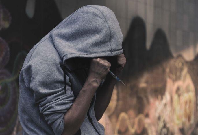Бабушки-соседки оказались правы: 36-летний омич устроил вквартире наркопритон