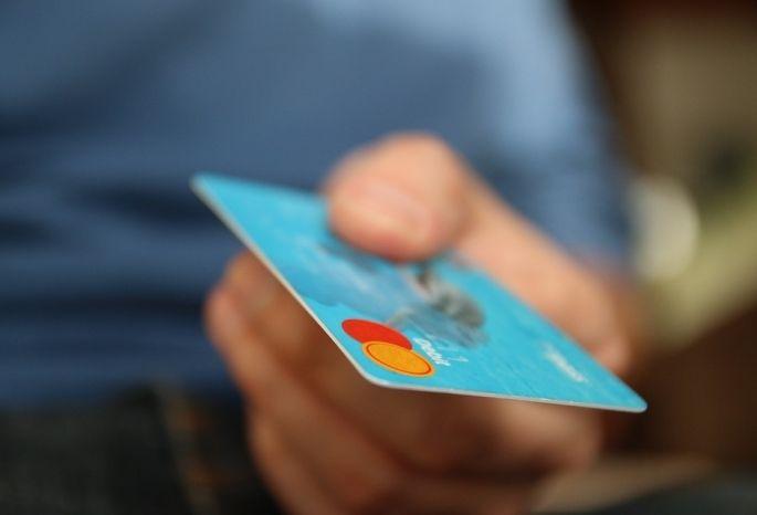 «Банковский работник» снял сосчета омской пенсионерки 142 тысячи