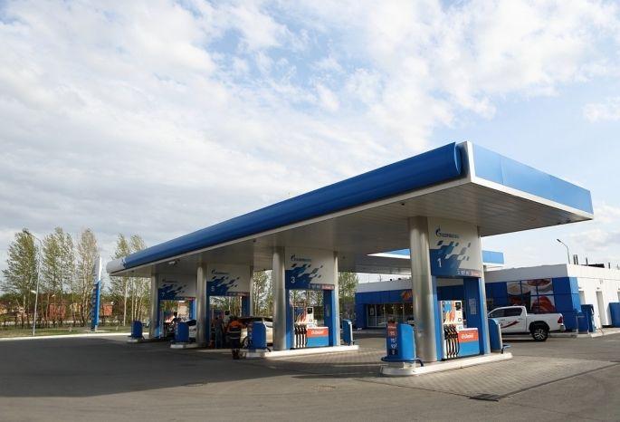 Наомских заправках вновь подорожал бензин