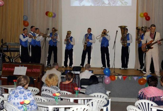 Заключенные омской колонии устроили концерт для собственных мам