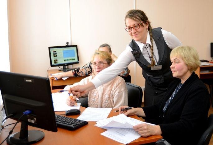 Неменее 100 тыс. пожилых людей Омской области продолжают работать